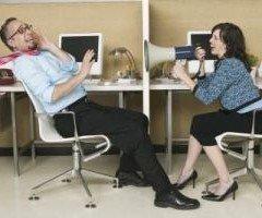 4 atitudini negative care afecteaza orice relatii de munca
