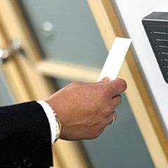 O nouă regulă le dă coşmaruri angajatorilor: pontajul la locul de muncă