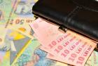 Salariul mediu net în aprilie a crescut la 2.713 lei, dintr-un brut de 4.512 lei. Domeniul unde s-au înregistrat cele mai mari câştiguri