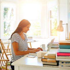 8 din 10 angajaţi ar vrea să lucreze de acasă măcar o zi pe săptămână