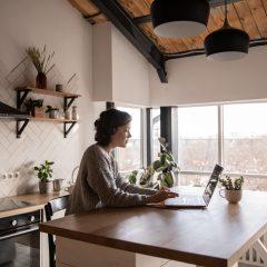 Principalele provocari pentru romanii care lucreaza de acasa (studiu)