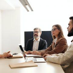 Mai mult de o treime dintre angajati intentioneaza sa isi schimbe locul de munca