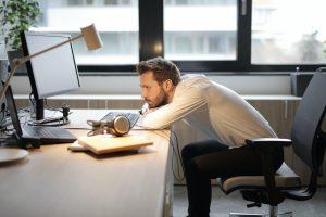 Unul din cinci angajati deprimat din cauza pandemiei