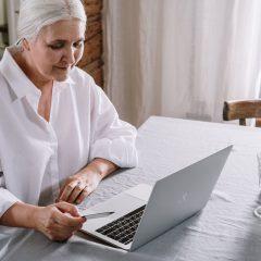 Guvernul pregateste un nou mod de a-i stimula pe romani sa munceasca peste varsta de pensionare